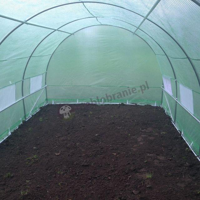 Namiot foliowy na warzywa z glebą przygotowaną pod sadzonki