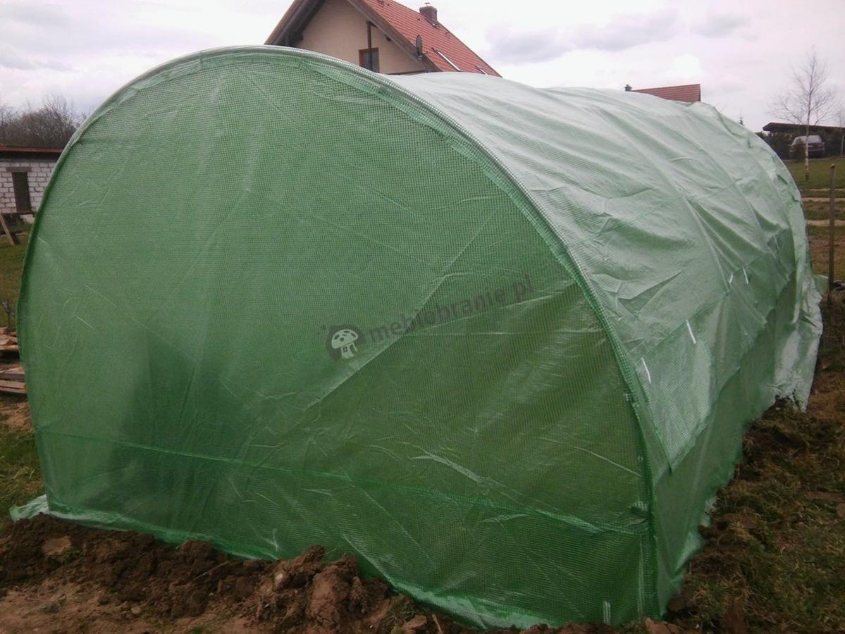 Namiot foliowy na warzywa z zieloną folią wzmocnioną siatką