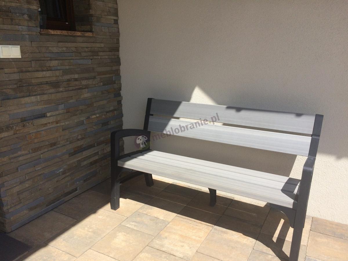 Nowoczesna ławka na taras z lekkich materiałów Keter Montero