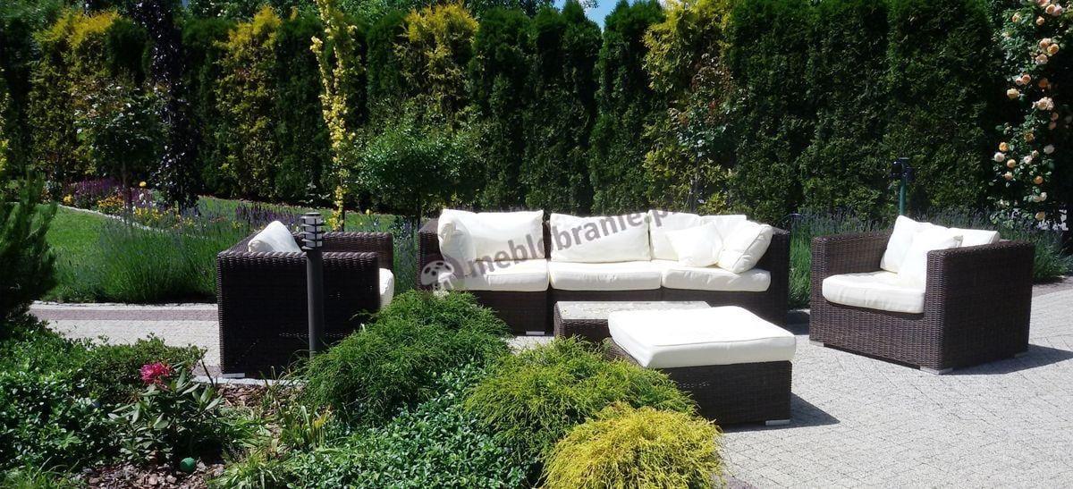 Nowoczesne technorattanowe meble ogrodowe w pięknym ogrodzie
