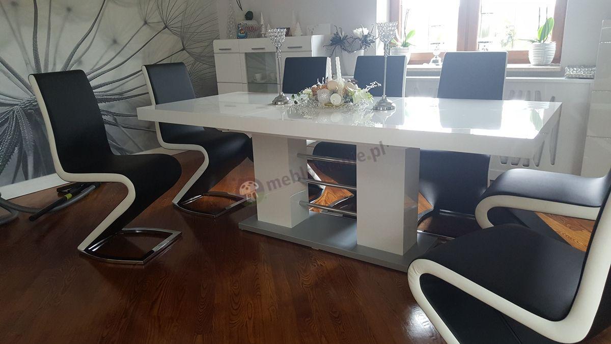 Nowoczesny stół do salonu w eleganckiej aranżacji