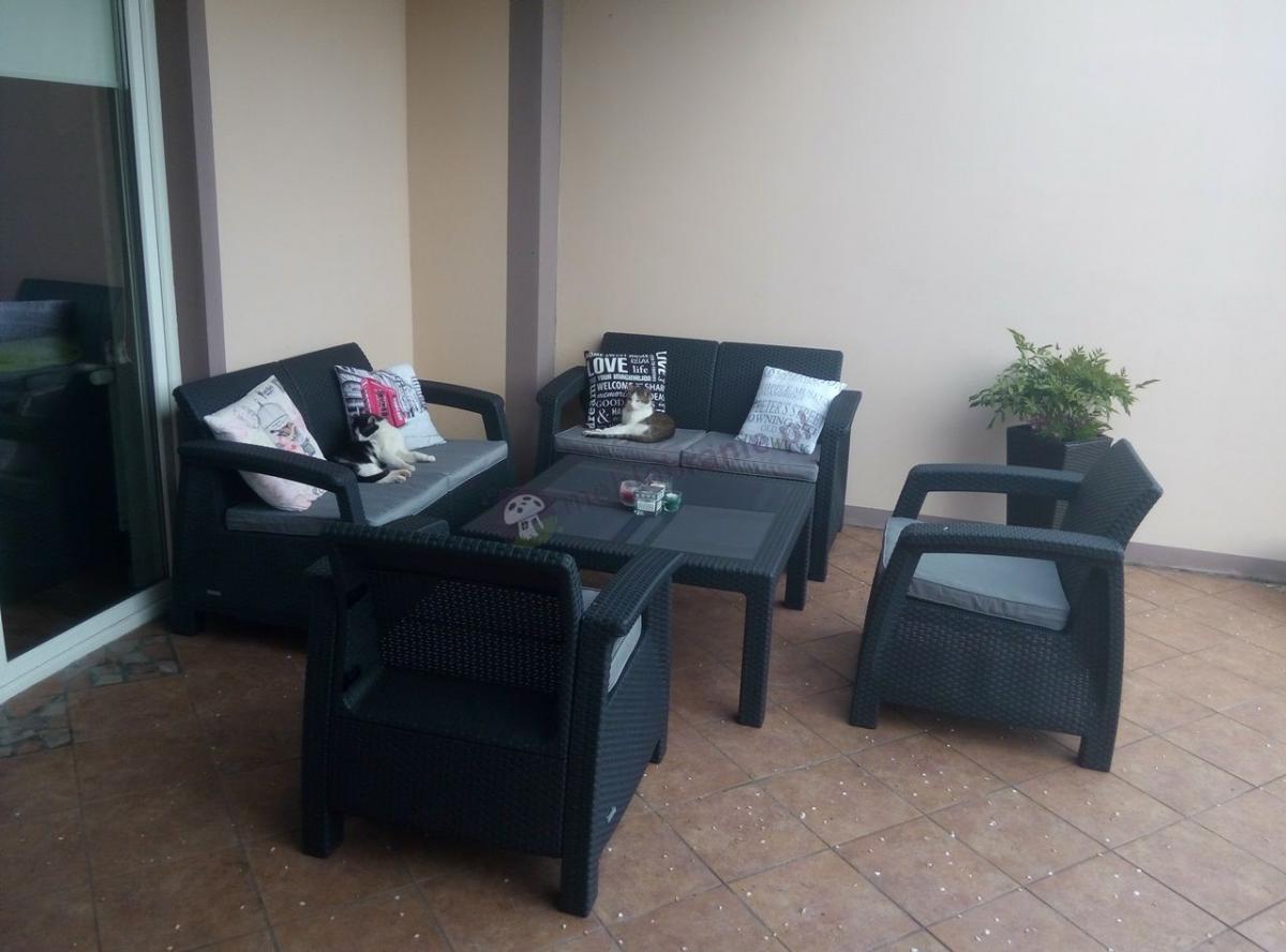 Obiadowe meble ogrodowe z kwadratowym stolikiem kawowym Corfu Fiesta Family