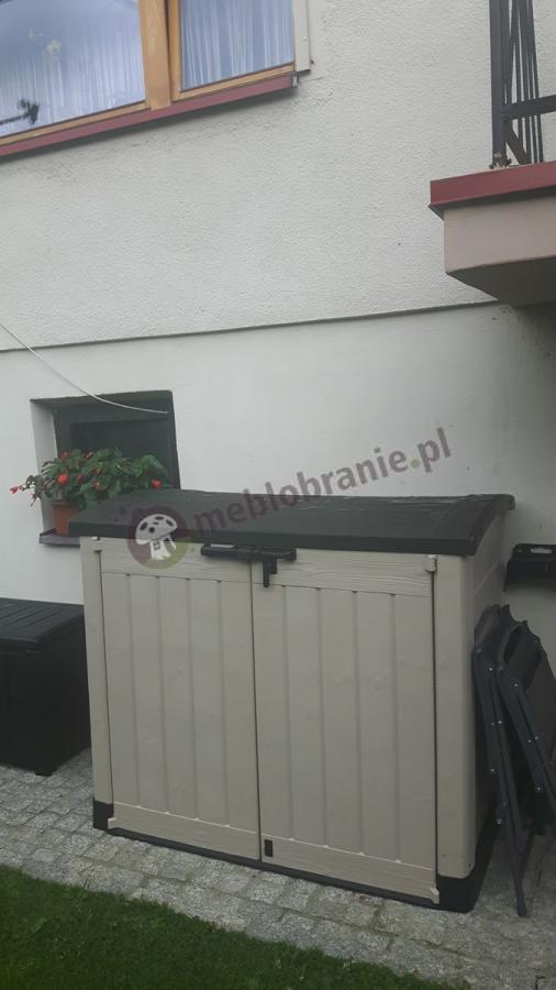 Obszerna szafa balkonowa używana na tarasie