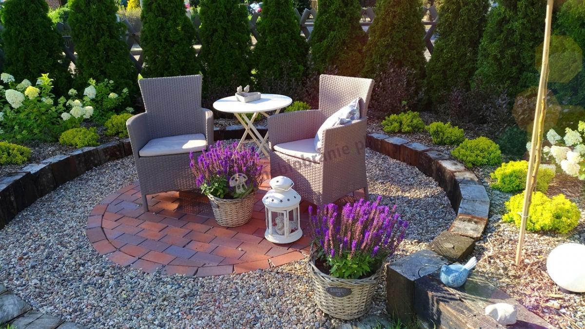 Ogrodowe fotele na patio w delikatnych kolorach Technorattan Style Keter
