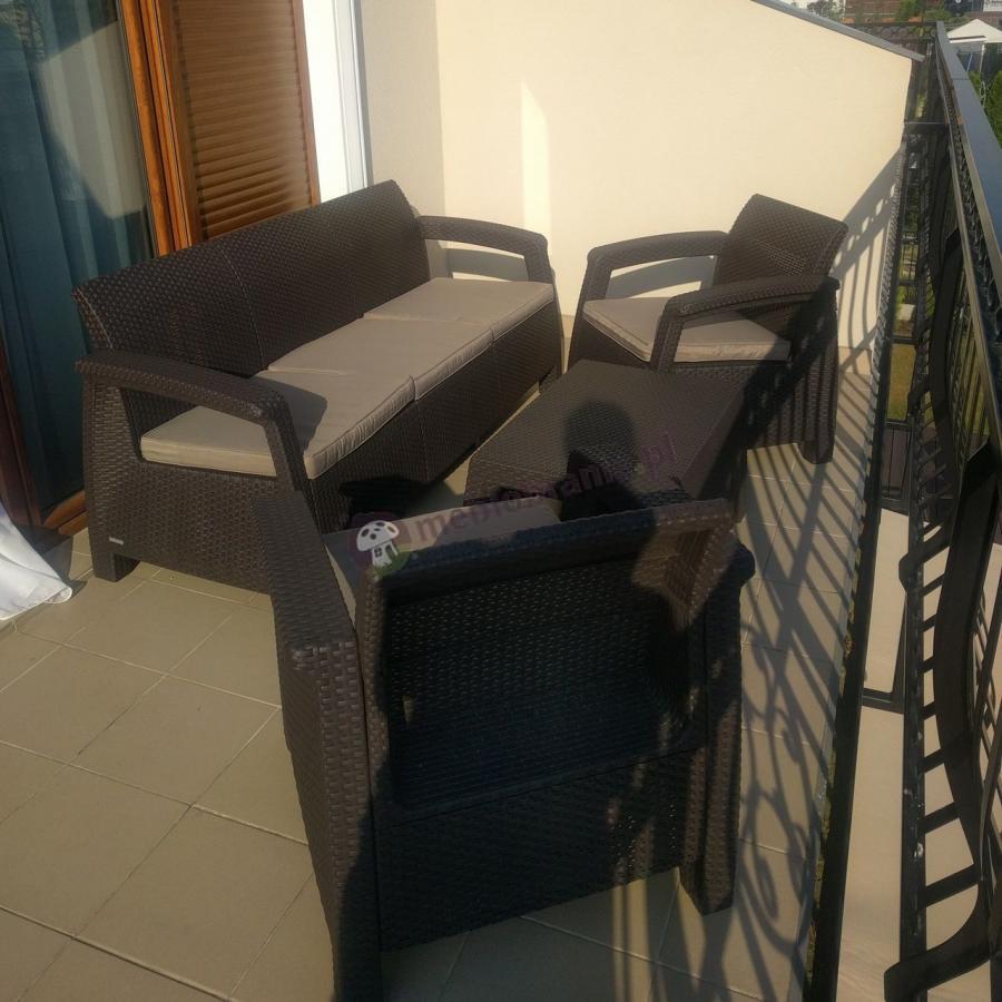 Ogrodowe meble z tworzywa Corfu Set Max na niedużym balkonie