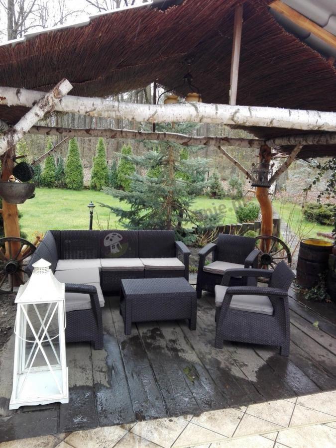 Ogrodowy zestaw wypoczynkowy mebli Corfu pod altaną