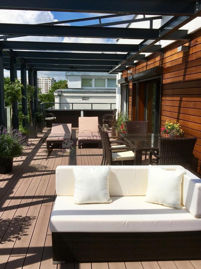 Ogromny komplet ogrodowy na taras z narożnikiem, krzesłami, leżakami i skrzyniami