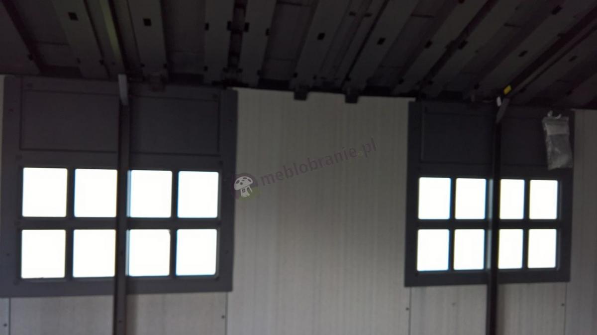 Okna w domku Keter Oakland 7511 - widok od środka