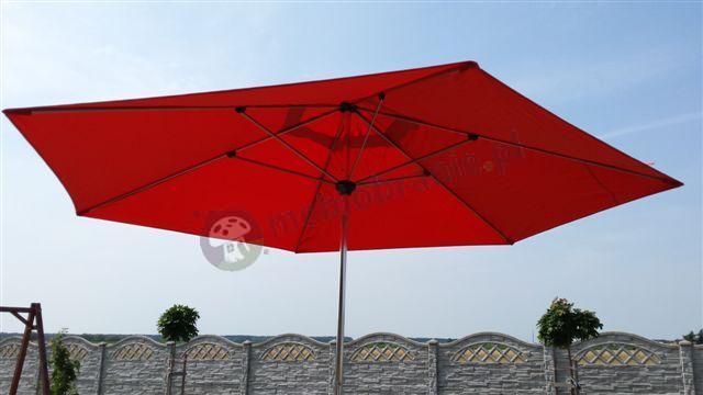 Parasol ogrodowy przeciwsłoneczny w pięknym odcieniu czerwieni