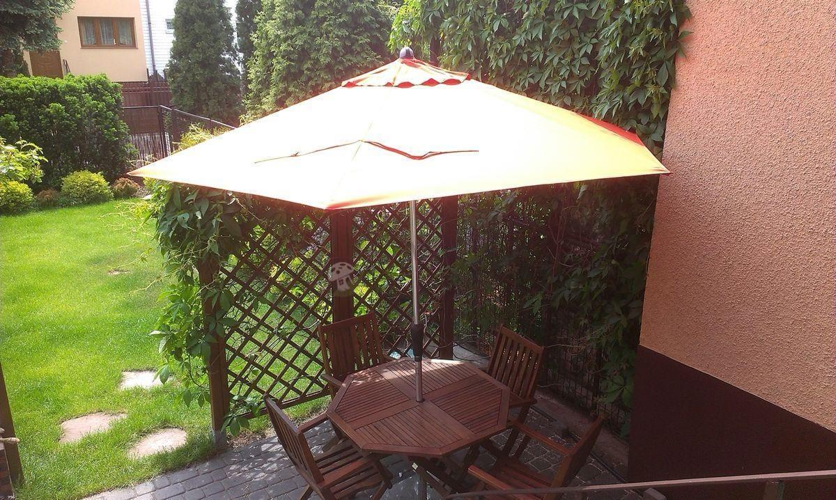 Parasol ogrodowy Sunline IV 280 używany w ogrodzie
