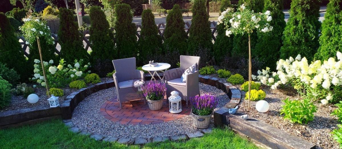 Piękna kompozycja z fotelami ogrodowymi w niedużej cenie Technorattan Corfu