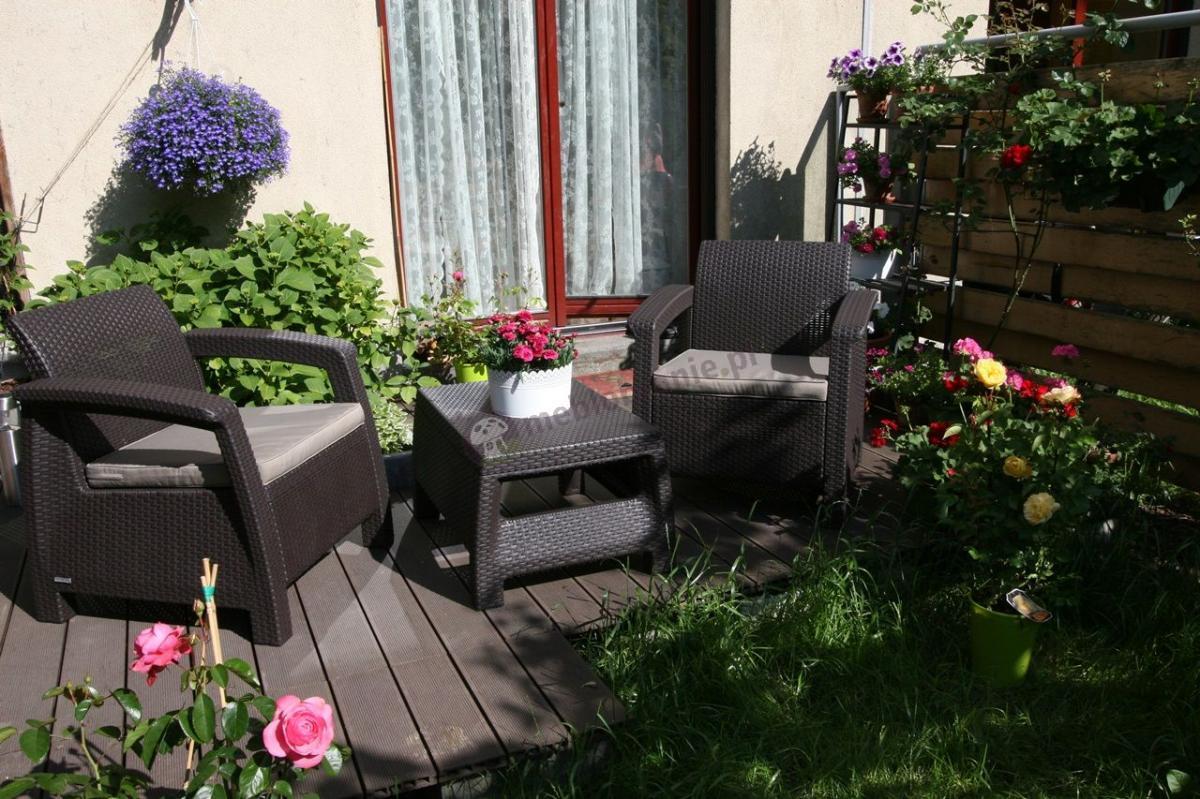 Popularny zestaw foteli i stolika kawowego na balkon Curver Corfu Weekend