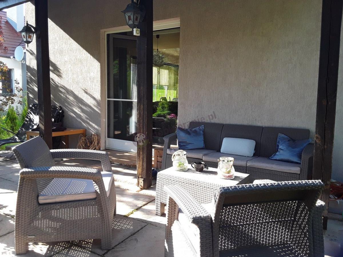 Powiększony zestaw ogrodowy Curver Corfu Set z sofą trzyosobową