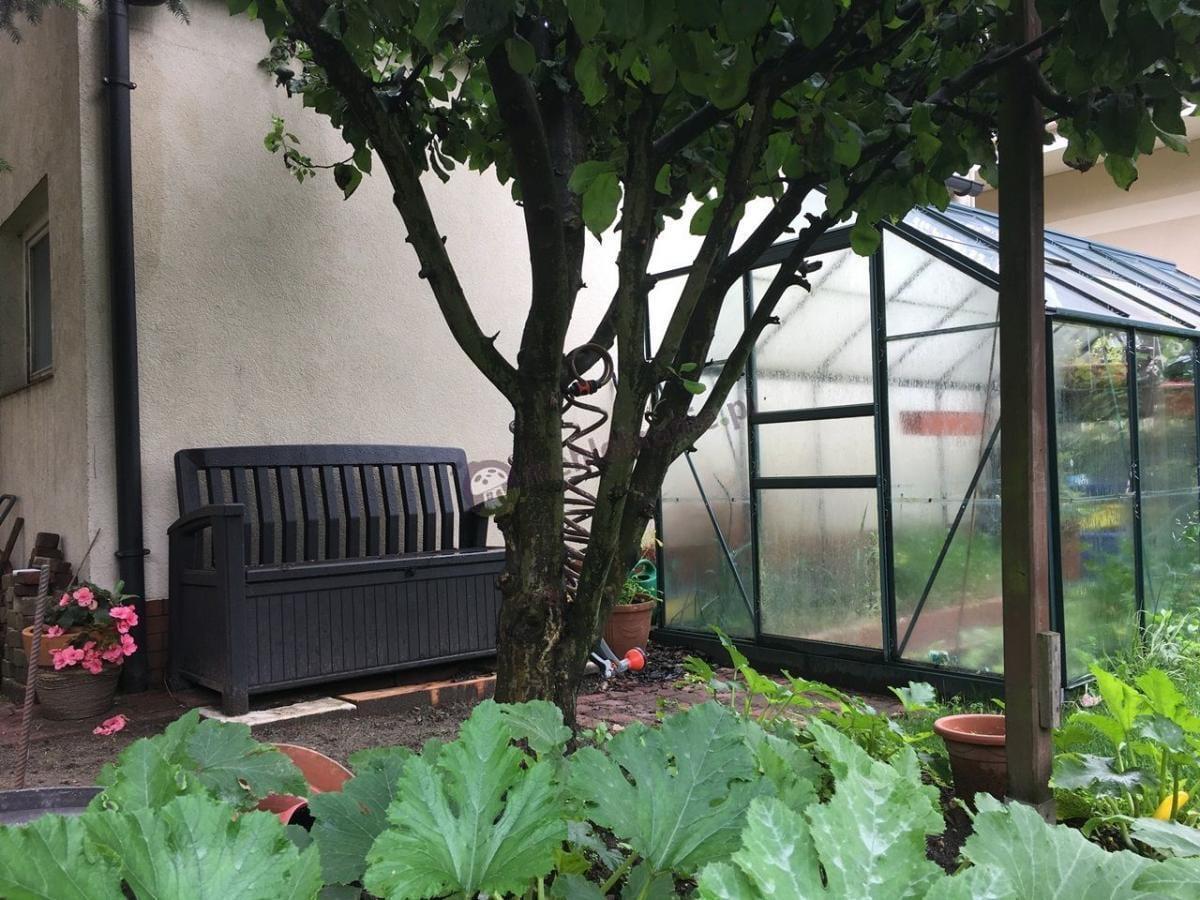 Praktyczna ławka ogrodowa z pojemnikiem Keter Patio Bench