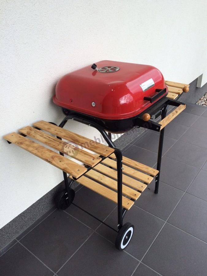 Praktyczny grill ogrodowy kwadratowy z pokrywą na kółkach