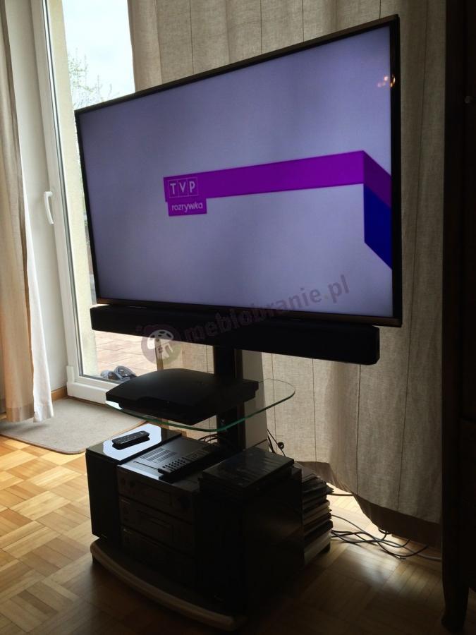Praktyczny wieszak TV A-222 wyposażony w 3 półki