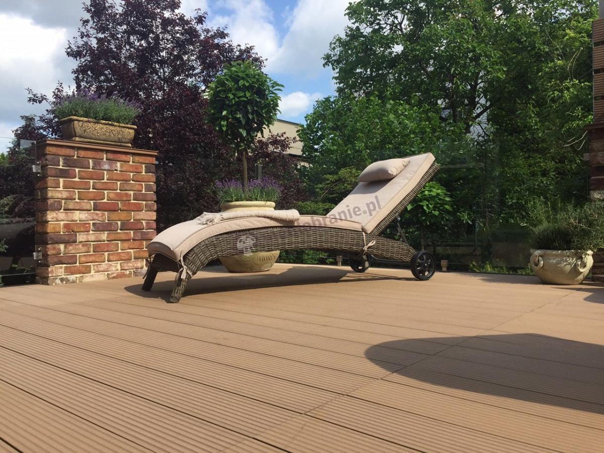 Profilowany leżak ogrodowy technorattan z poduszką na kółkach Altea