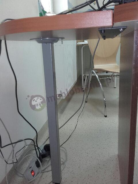 Przystawka do biurka Svenbox w odcieniu calvados