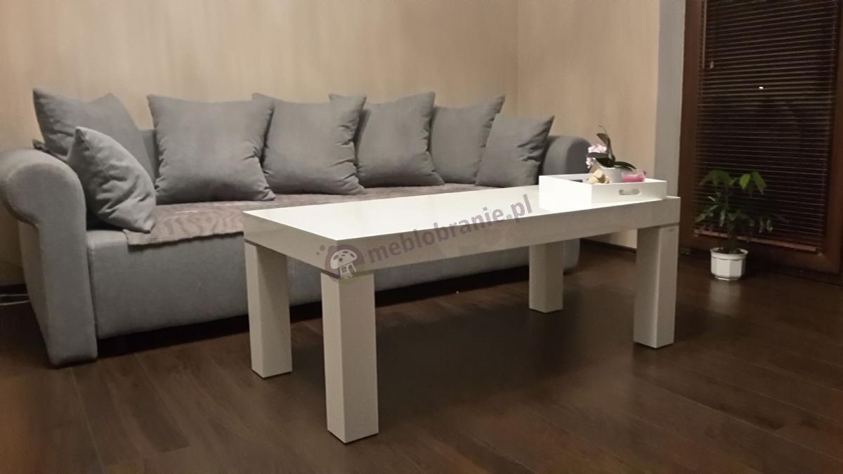 Przytulny salon z nowoczesną białą ławą Monaco