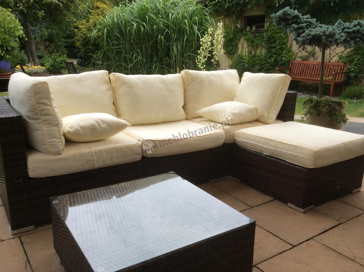 Rogówka na taras z jasnymi poduszkami i kwadratowym stolikiem Nilamito V