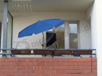 Balkon osłonięty parasolem ogrodowym SunLine III 150