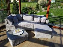 Biała rogówka ogrodowa z technorattanu z kwadratowym stolikiem