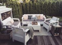 Białe meble ogrodowe Corfu na taras z sofą trzyosobową
