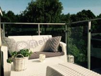 Białe meble ogrodowe Corfu technorattan look na balkonie