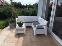 Biały narożnik Corfu ogrodowy z szarymi poduszkami Keter Relax