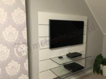 Biały stolik RTV w eleganckim salonie