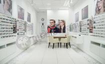 Biurko z kontenerem Murano gotowe na przyjęcie klientów salonu optycznego