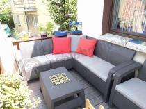 Brązowy zestaw mebli ogrodowych Corfu na tarasie