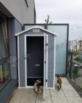 Budka na narzędzia ogrodowe Keter 4x3 wykorzystana przez klienta na balkonie