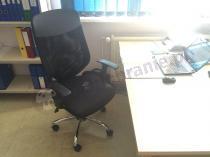 Czarny fotel biurowy na kółkach Mobi Plus