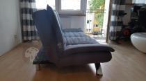 Designerska sofa do salonu rozkładana ciemnoszara Actona Faith