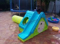 Domek ogrodowy ze zjeżdżalnią i tunelem dla dziecka Keter Funtivity Playhouse