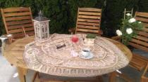 Drewniane zestawy ogrodowe stołowe z wygodnymi fotelami