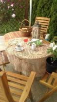 Drewniany zestaw ogrodowy na grilla z wygodnym stołem