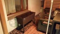 Duża donica ogrodowa Easy Grow przy meblach Corfu