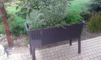 Duża donica ogrodowa we wzorze technorattanowym w kolorze brązowym