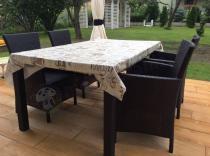 Duży stół ogrodowy składany z wygodnymi fotelami