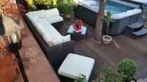 Ekskluzywne meble ogrodowe technoratan używane przy jacuzzi