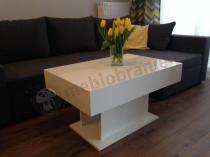 Elegancki stolik kawowy biały połysk w stylowym salonie