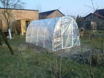 Foliowy tunel na warzywa i owoce Lemar 4x2,2m postawiony za domem