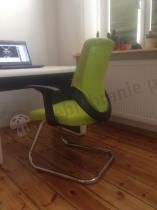 Fotel biurowy na płozie w kolorze zielonym