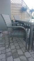Fotele ogrodowe z technorattanu w komplecie ze stołem