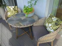 Foteliki do restauracji technorattan z okrągłym stołem z technorattanu