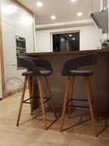 Hokery nowoczesne z tapicerowanym siedziskiem w designerskim kształcie