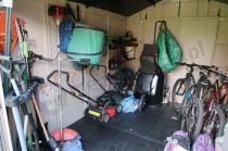 Keter Factor 8 x 11ft shed z obszernym wnętrzem na narzędzia