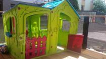 Kolorowy domek ogrodowy dla dzieci Keter Magic Villa